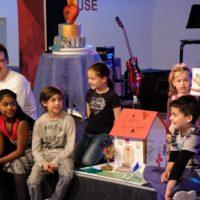 kids presenting